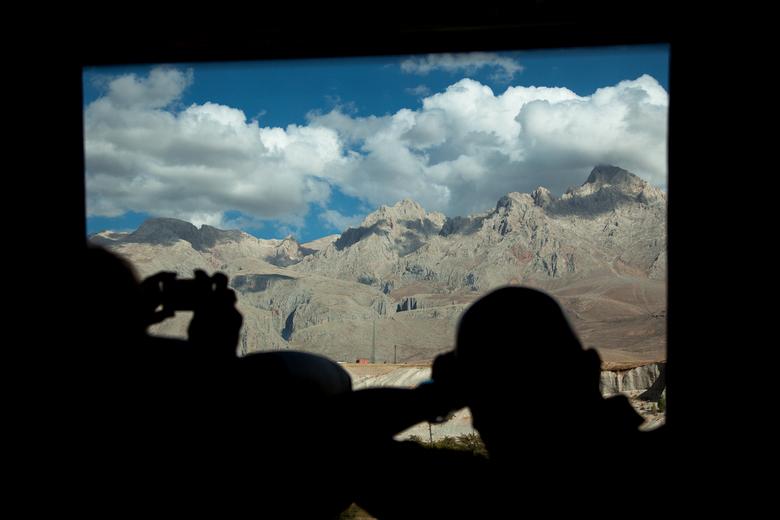 View from a bus - Het uitzicht vanuit een bus in Turkije is schitterend. Al rijdend gemaakt en ik was niet de enige die het toestel ter hand nam.