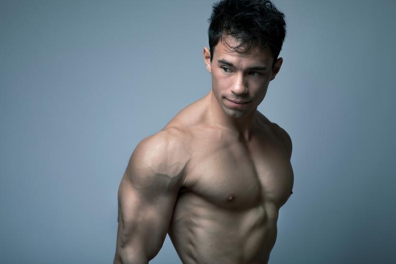 Kevin Gerritsen - Kevin doet al 9 jaar aan fitness, maar had nog nooit een fotoshoot gedaan. Dit was dan ook de eerste keer dat hij op de foto ging. N