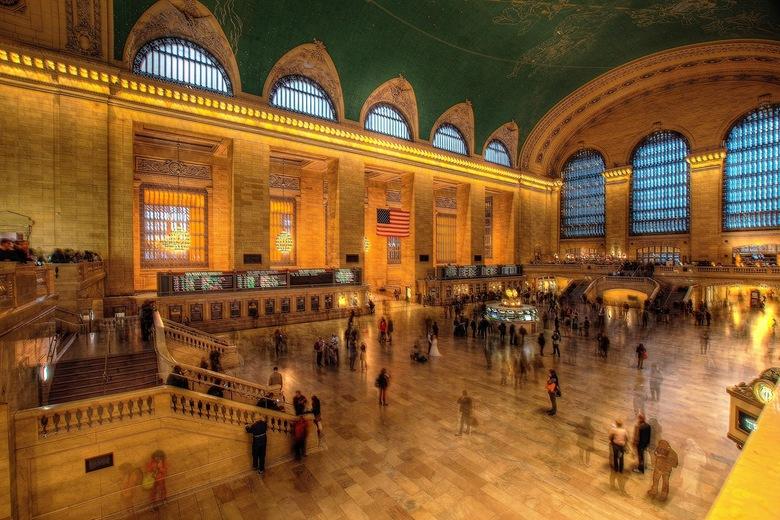 Wedding - De vertrekhal van Central Station in New York is een statig gebouw, dat goed wordt onderhouden. Er worden huwelijksfoto's gemaakt, zoals ook