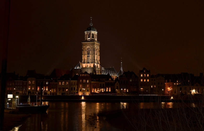 Nighttown - De skyline van Deventer.