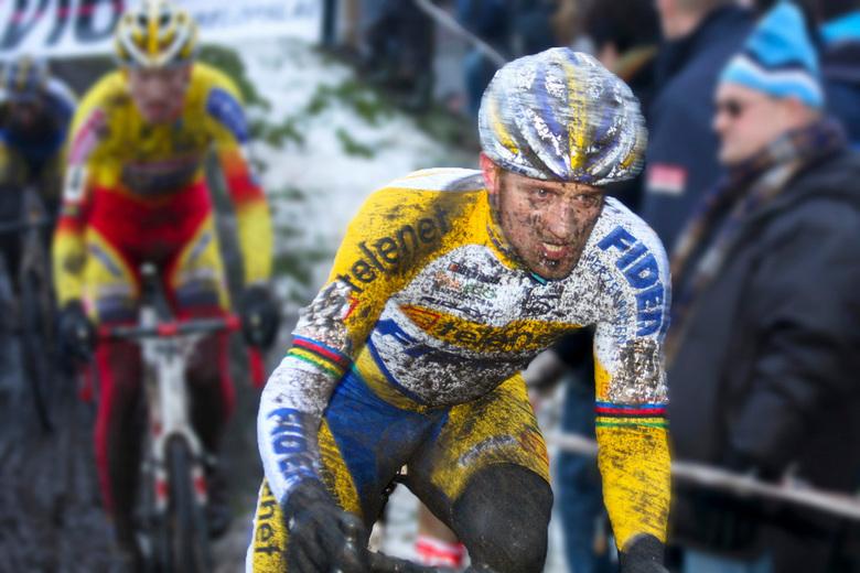 """Bard Wellens - Bart Wellens in de azencross van Loenhout <img  src=""""/images/smileys/beer.png""""/> 2010. De foto is niet scherp, maar ik ben van mening d"""