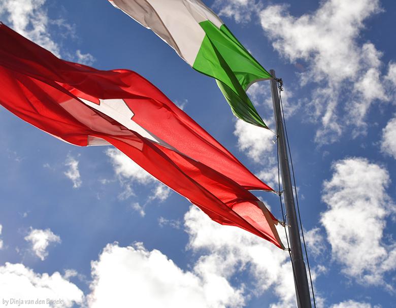 Vlaggen - Augustus 2011 - Zwitserland - Nikon D3100<br />