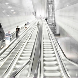 the three-lane escalator