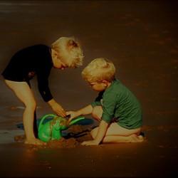 spelen aan de kust......