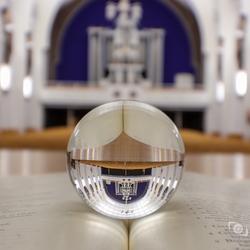 Lensball in kerk