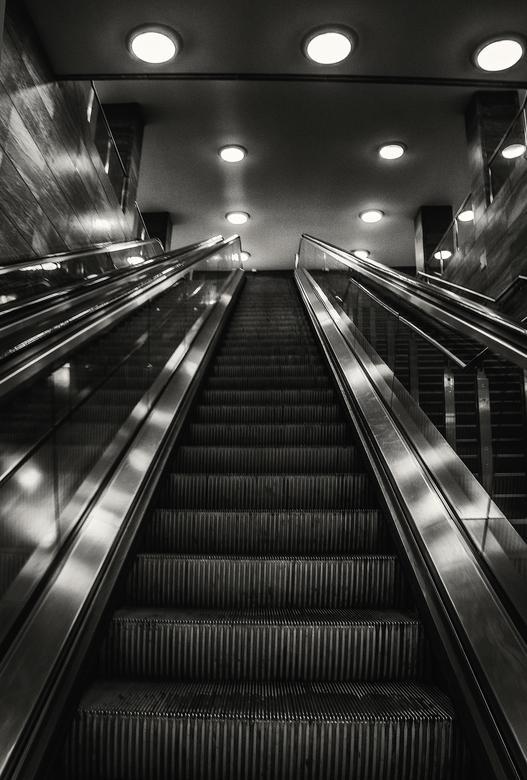 een roltrap - deze roltrap heb je nodig om bij de Reichstag weg te komen ,hij is eigenlijk simpel maar de verlichting is leuk