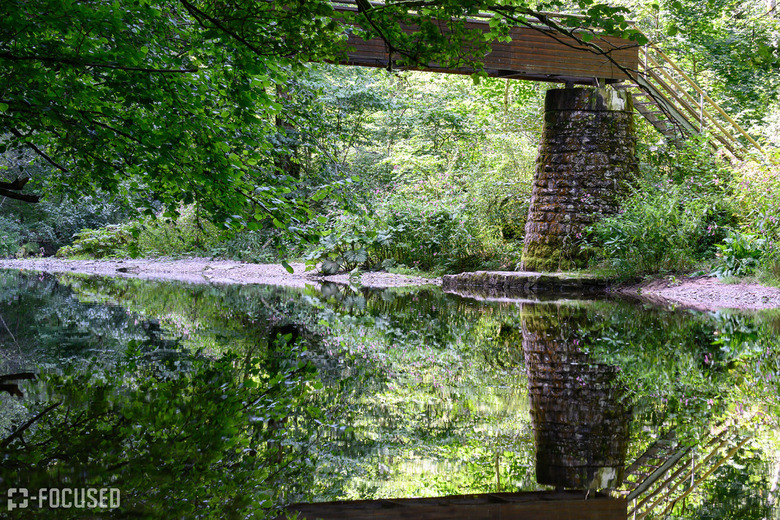 Reflectie - Brug over Wutach in de Wutachtschlucht, Duitsland
