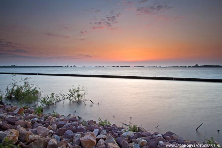 Zonsondergang boven de Beulakerwijde.  - Genomen op 6 juni 2013.