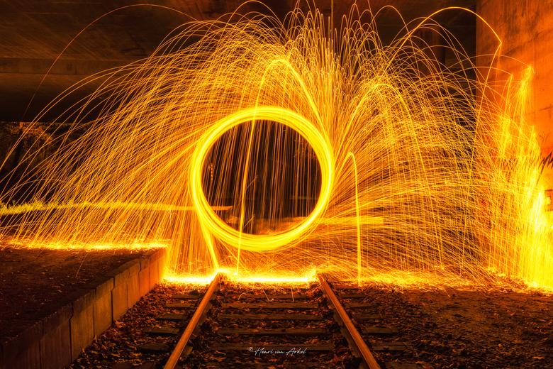 Lightpainting 1 - Lightpainting op het spoor.<br /> Gisteravond voor het eerst een experiment Lightpainting gedaan met dank aan het cursusboek Zoom A
