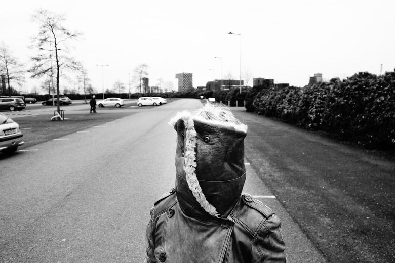 Portret zonder Gezicht - Rotterdam - Grappig (en beetje eng) gebruik van de kraag van mijn moeder's winterjas voor een portret. Genomen op de par