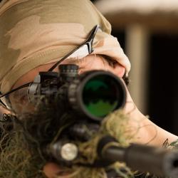 Airsoft sniper in actie
