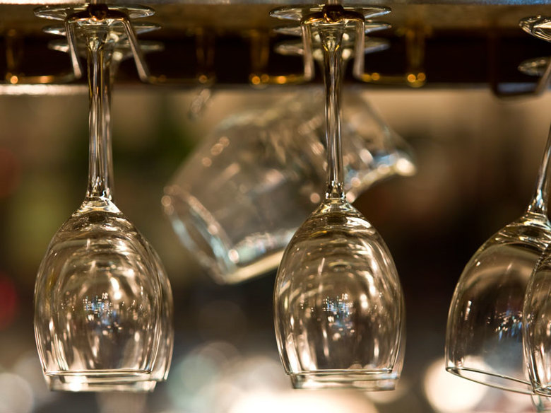 Wijnglazen - Ik heb een fotoopdracht gedaan voor restaurant Le Bibelot. Dit is een van de stillevens die ik gemaakt heb in het restaurant.