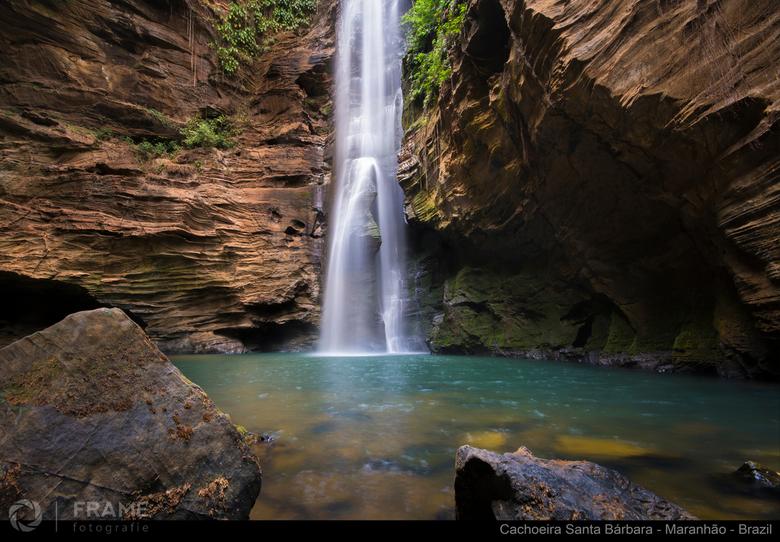 Cachoeira Santa Bárbara - Verscholen in de hete Braziliaanse binnenlanden stuitten we op dit schitterende spektakel. De 76 meter hoge Santa Barbara wa