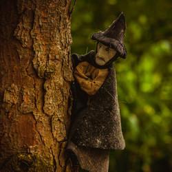 Heksen spotten op het kerkhof