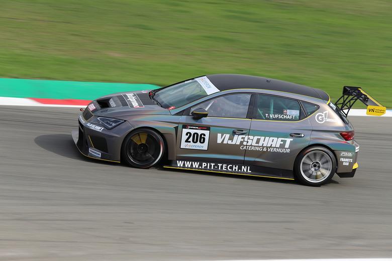 Seat Leon Cupra TCR - Seat Leon Cupra TCR in de Supercar Challege tijdens de trainingen voor de Gamma Racing Days