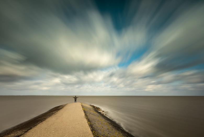 Das pech, de weg is weg - Tijdens een paar heerlijke dagen in Friesland deze foto gemaakt. Het is een prachtige dijkweg bij Moddergat wat erg ver de z