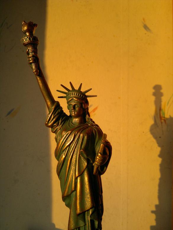 Statue of Liberty - Dit plaatje is in huis geschoten met de Nokia N8. Het is een beeldje dat ik, toen ik in New York was, heb gekocht.<br /> <br />