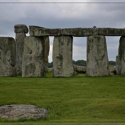 """Stonehenge... met """"stationstone"""" net voor de midzomerwende"""