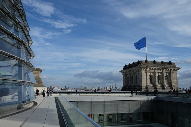 Reichstag Berlin - Combi van oorspronkelijke architectuur en nieuwe koepel. Op de achtergrond een mooi vergezicht op de stad