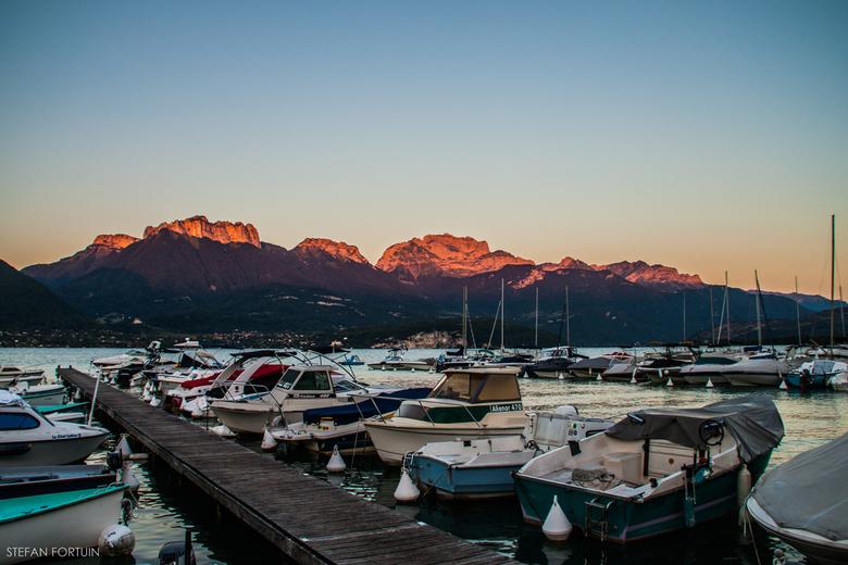 Haven in het meer van Annecy