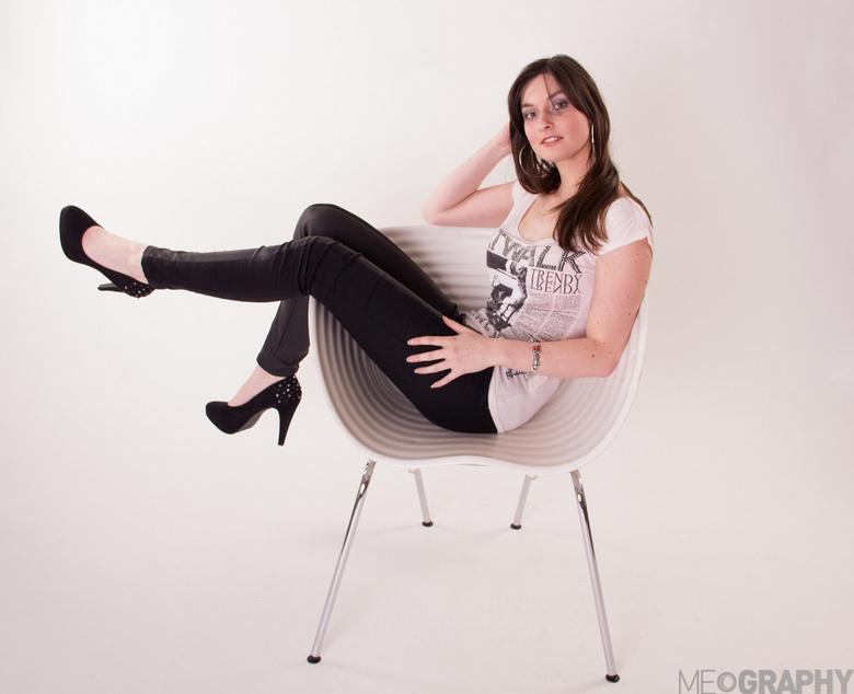 On a chair - een nieuwe stoel gekregen… even testen!