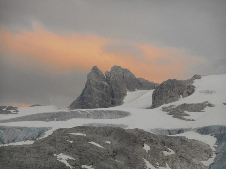 Dachstein 2995 meter, Oostenrijk  - Zicht op de Dachstein gletsjer vanuit Simonyhut 2203 meter, Oostenrijk