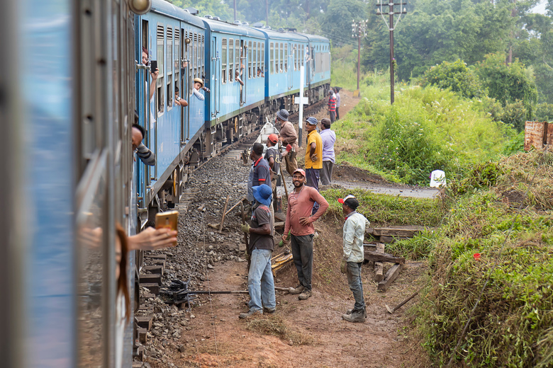 Langs het spoor - Werken aan het spoor.<br /> <br /> Haputale - Ella, Sri Lanka