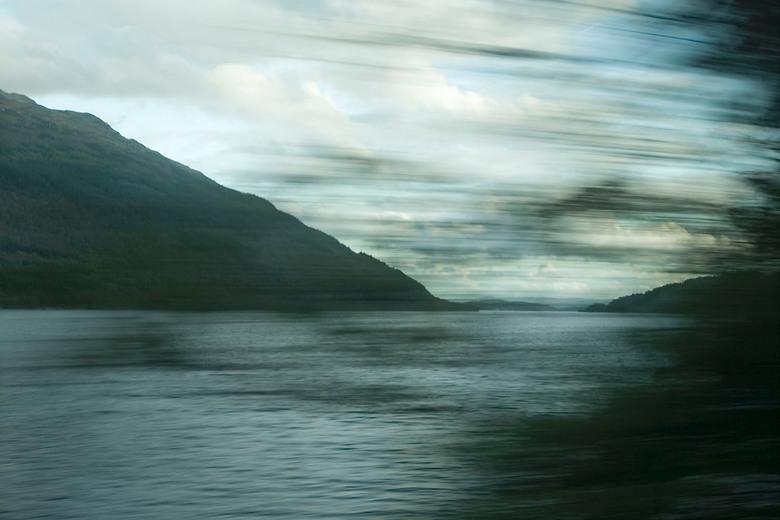 Rijden door Schotland - Een foto uit een rijdende bus nemen kan af en toe goed uitpakken.
