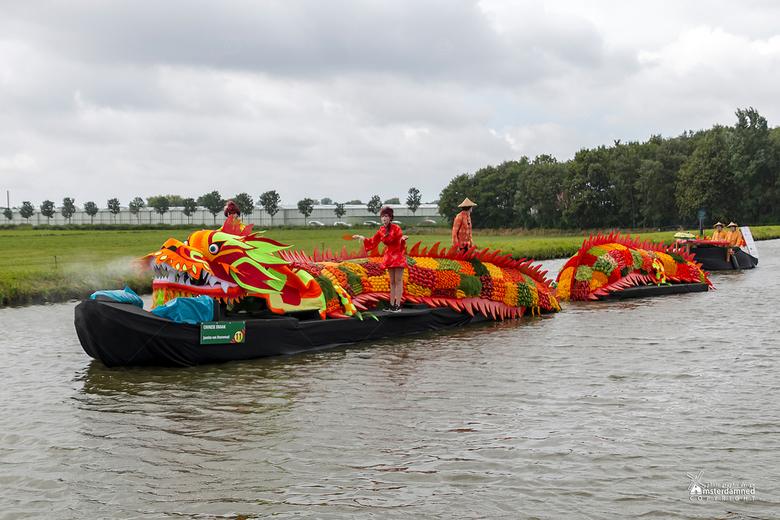 Varend Corso Westland 2019 - Boot 11 van Kern Honselersdijk met als thema Chinese Draak.<br /> <br />  In totaal zijn er 25 vrijwilligers bezig gewe