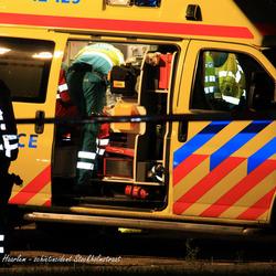 hulpverleners in actie met slachtoffer schietincident