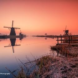 Rode zonsopkomst Kinderdijk