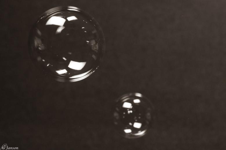 Spelen met bellenblaas - Deze heb ik in sepia omgezet. Voor de variatie...