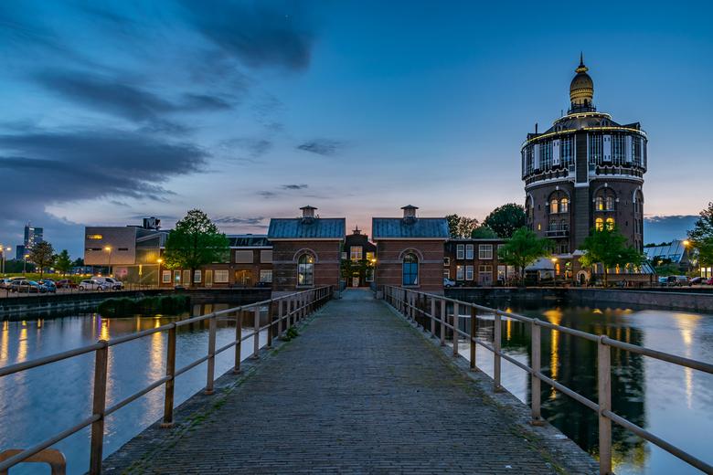 Dé watertoren van R.dam - dé watertoren in Rotterdam tijdens het blauwe uurtje