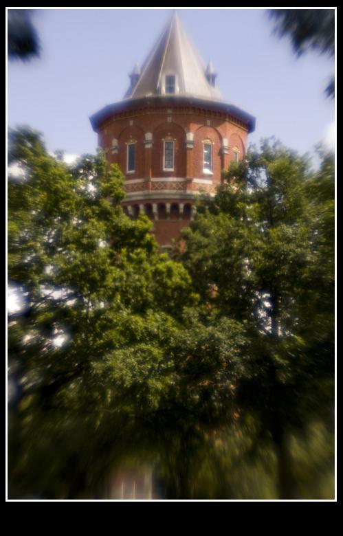 Watertoren Breda - Markante watertoren in Breda<br /> Geen photoshopbewerking, maar Lensbaby