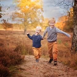 samen rennen in de herfst