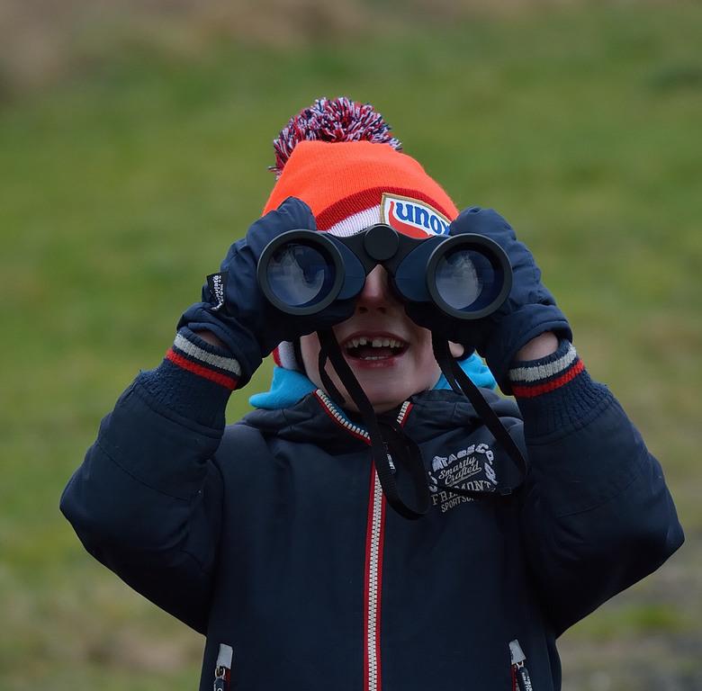 Vogels kijken in het Lauwersmeergebied. - Jong geleerd is oud gedaan.<br /> De jeugd meenemen de natuur in en bewust laten worden van al het mooie om