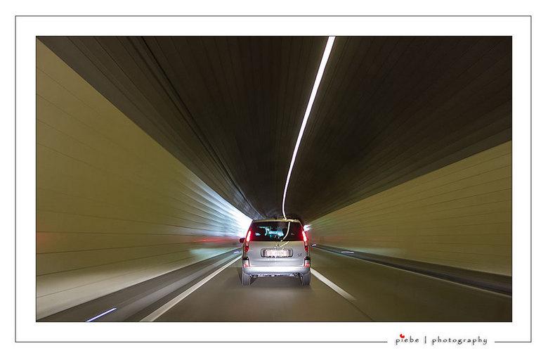 """Speed - Deze foto heb ik vanuit een rijdende auto gemaakt in een van de vele tunnels in Zwitserland.<br /> <br /> Groet Piebe<br /> <a href=""""http:/"""