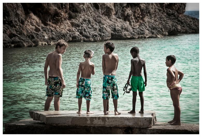 Boys, boys, boys - Foto genomen in Cala Pi afgelopen weekend.<br /> Wat een schoonheid van een baai zeg! Maar ook enorm toeristisch wat natuurlijk ge