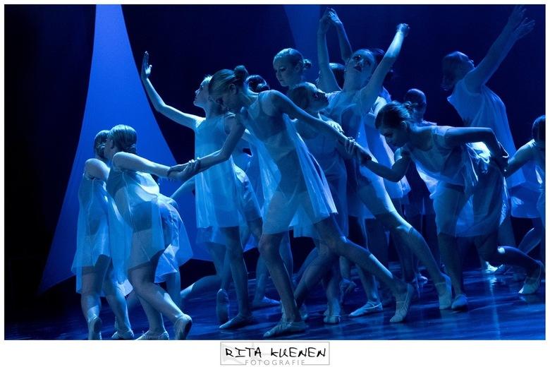 Blue Dance - L E T 's . D A N C E . door . S E I Z O E N I A <br /> <br /> De foto heb mogen vastleggen tijdens de dansvoorstelling van Danshuis Ven