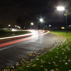 2 auto's in 2 richtingen met 13 sec. sluitertijd uit de hand!