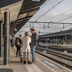 Attentie    trein  van 13.00 uur   heeft 15 min   vertraging