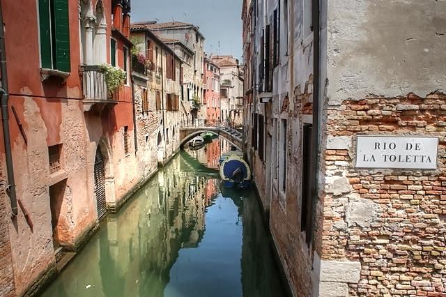 Rust in Venezia  - Opname in het centrum van Venetië, waar het op dat moment rustig is. De bekende plaatsen zijn overvol met toeristen, waar wij ook d