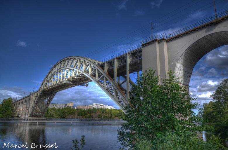 zweden - brug naar Stockholm.