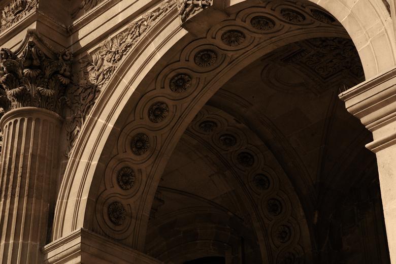 het Louvre - Een doorgang bij het Louvre