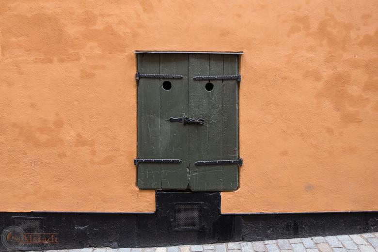 Side door -
