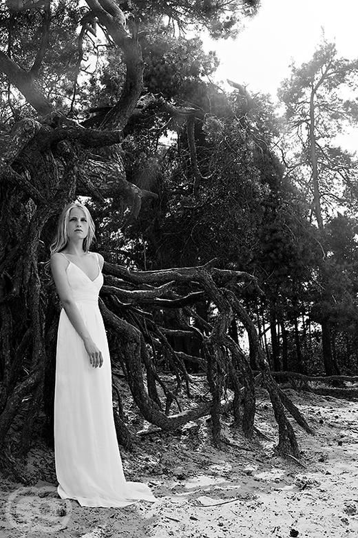 Veerle - Foto uit de buitenshoot met Veerle.<br /> <br /> Veerle laat hier zien dat ze meer kan dan poseren... ze draagt hier namelijk een zelfgemaa