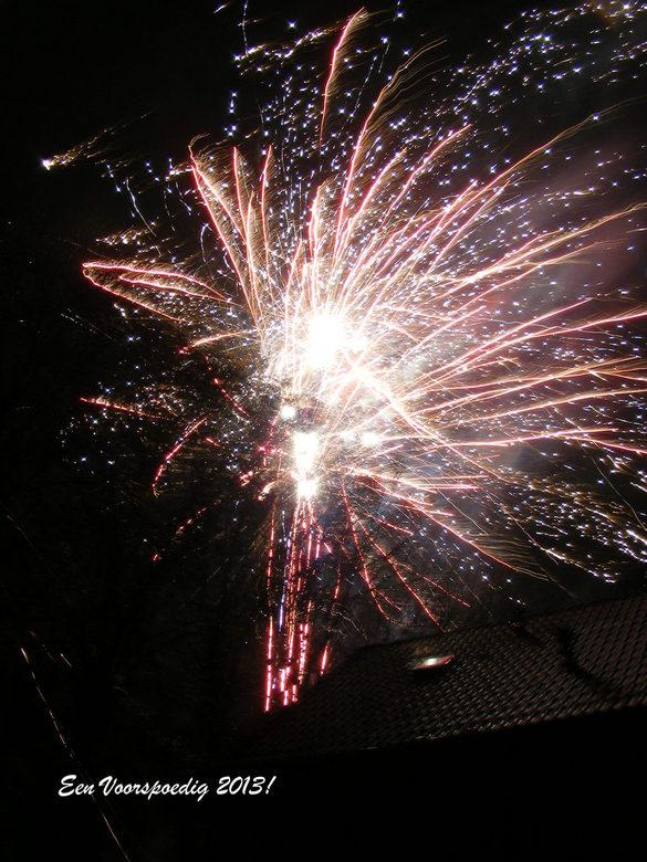 Vuurwerk Nieuwjaarsdag - Dit vuurwerk werd om 03.15 uur nog afgestoken. Kon mooi onder een afdakje gaan staan en deze plaat schieten.
