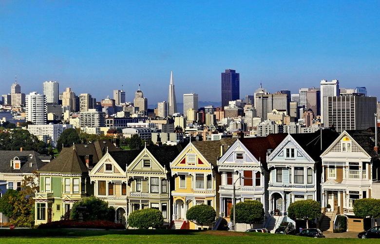 Painted Ladies - Foto memories: Een rijtje Victoriaanse huizen in San Francisco staat bekend als De Painted Ladies, alsof het oude dametjes zijn die z