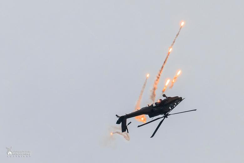 Luchtmachtdagen Leeuwarden 2016 - De Koninklijke Luchtmacht van Nederland is er trots op de Apache Solo display Team 2016 van de 301 ' Redskins &