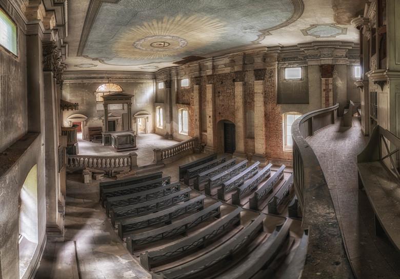 """God's Eye - Verlaten kerkje, was huzarenstuk om dit beeld te verkrijgen zoals IK het wou <img  src=""""/images/smileys/wilt.png""""/>"""